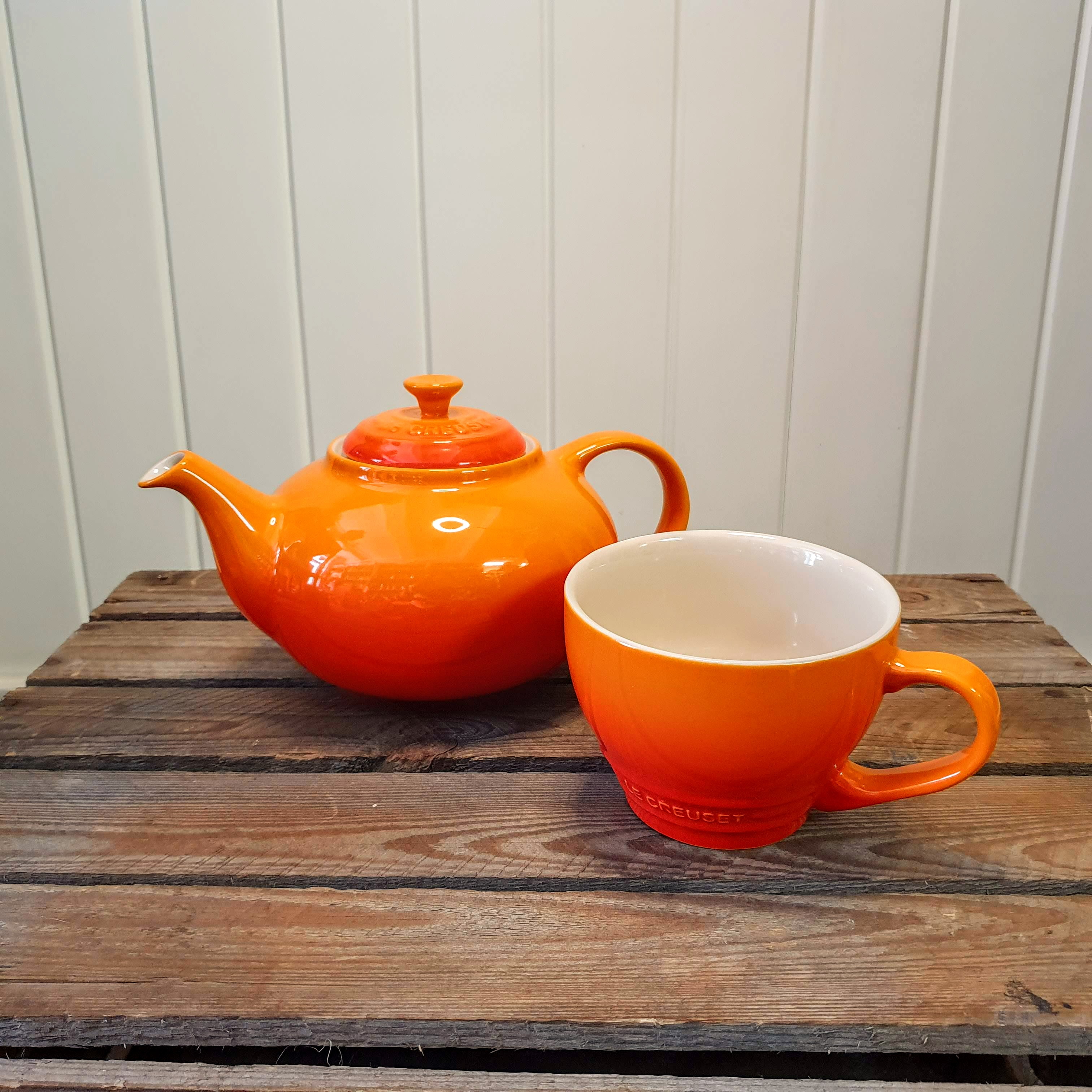 le creuset classic teapot with mug