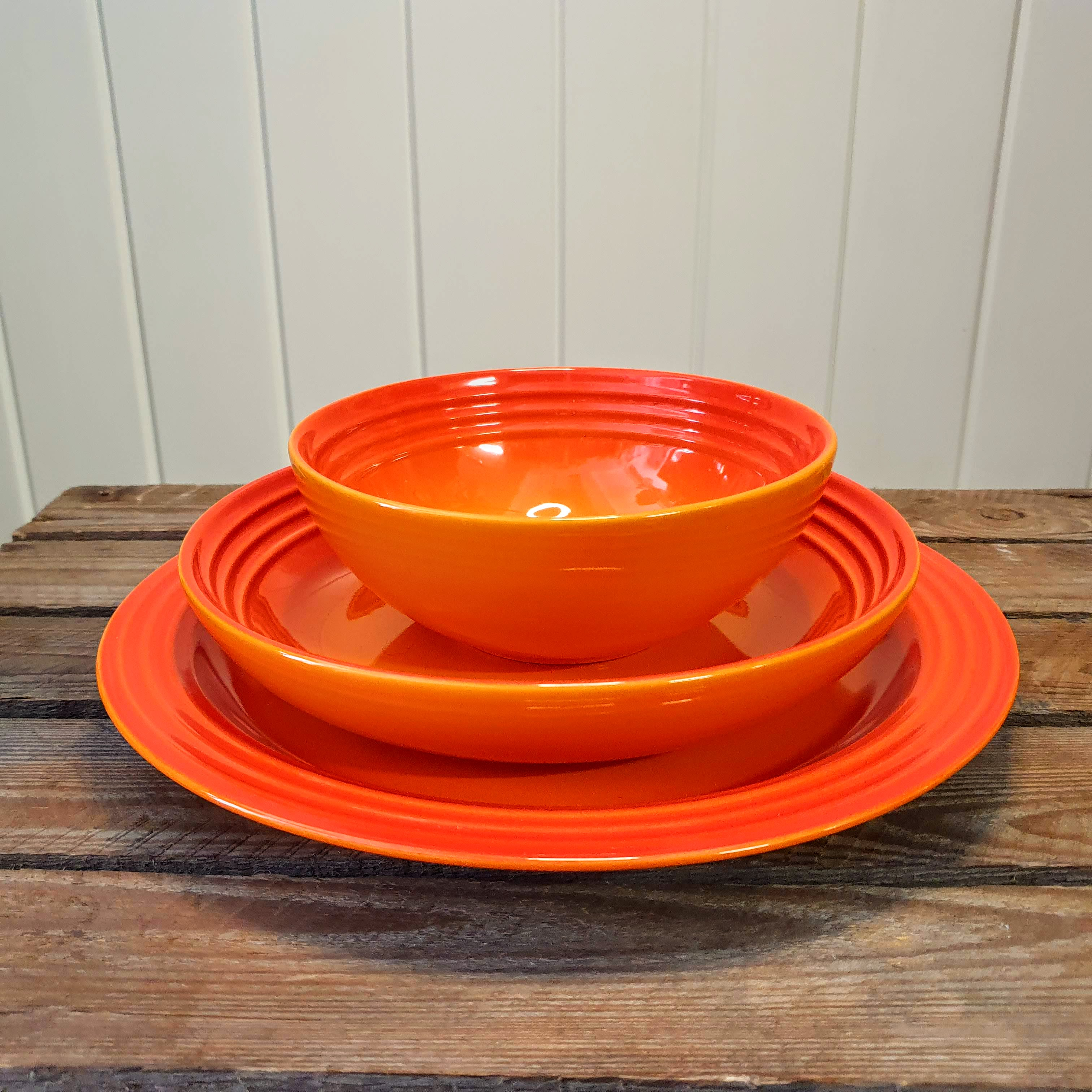 le creuset dinner ware set volcanic