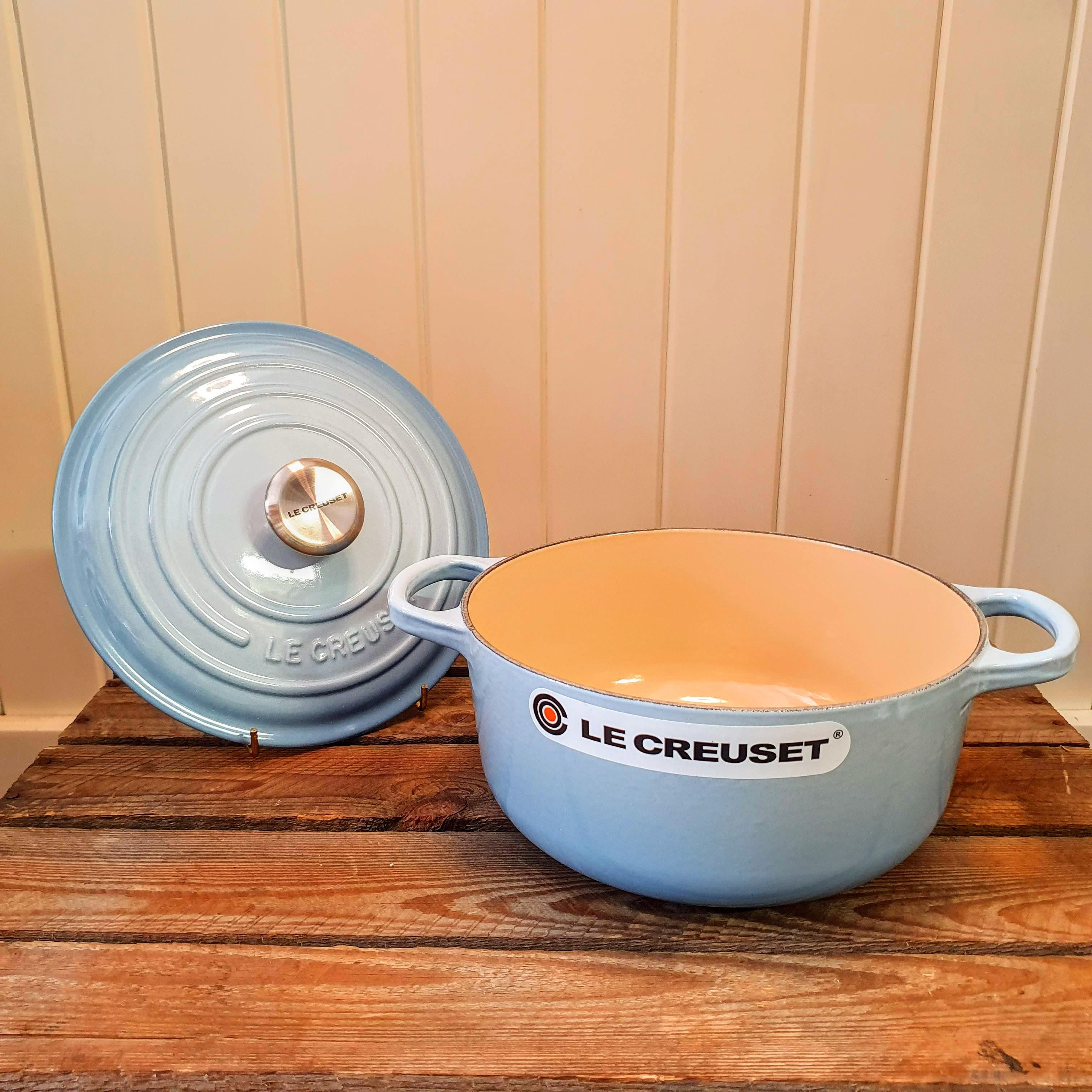 le creuset 20cm round casserole coastal blue open