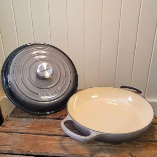 le creuset shallow casserole flint open