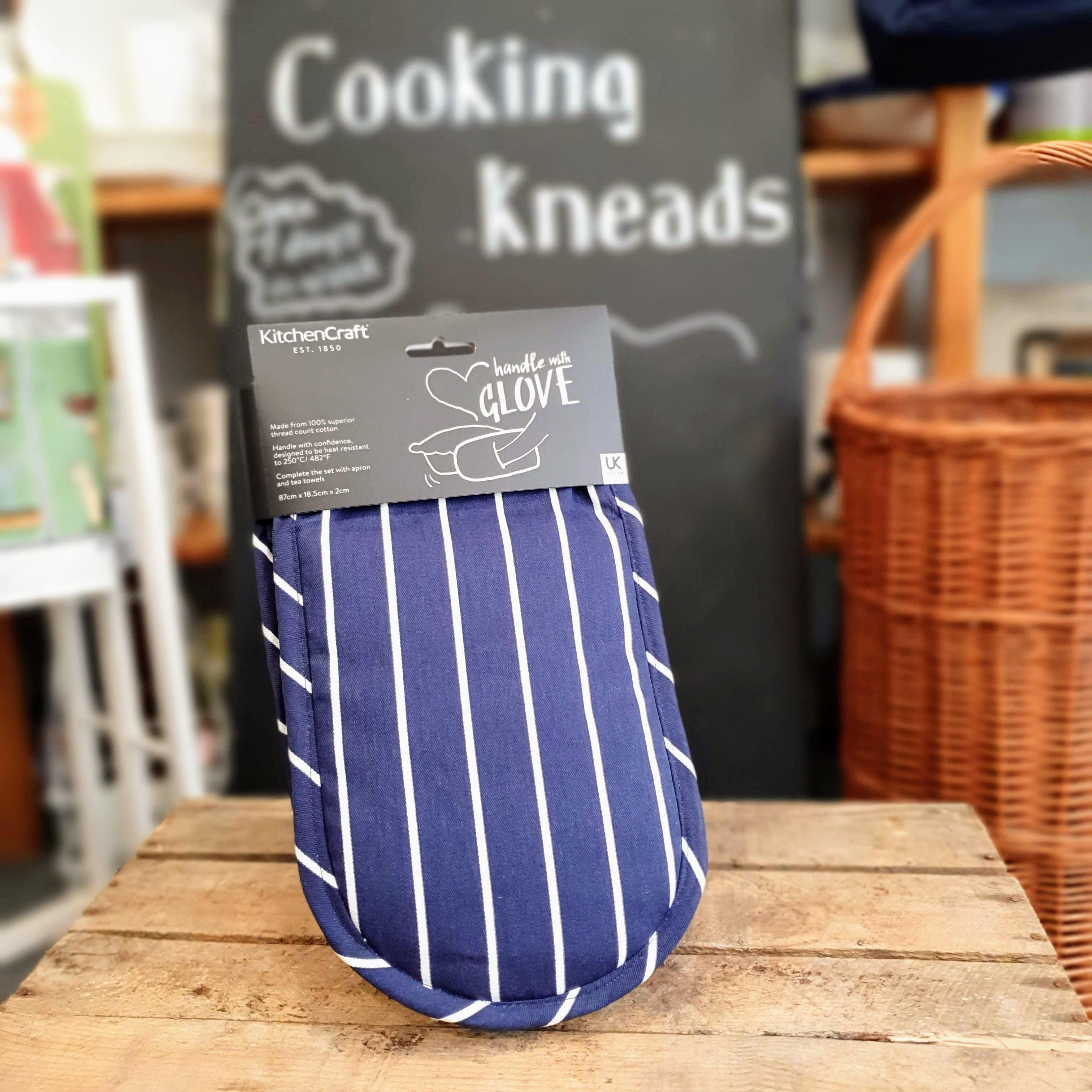Oven gloves blue stripes